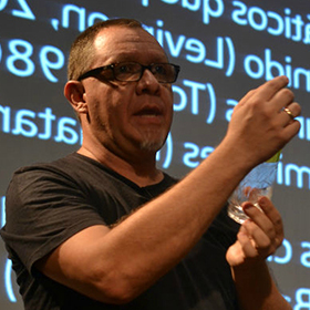 Dr. Denis Porto Renó